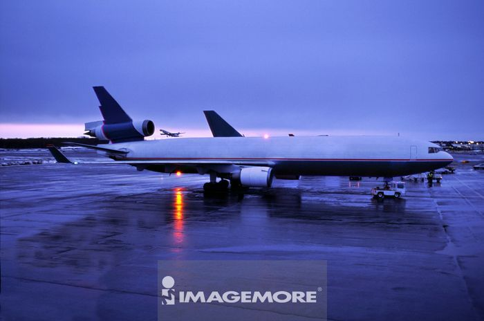飞行工具,飞机,交通工具,空运,无人,晚上,蓝色,横图,机翼,飞机场,天空