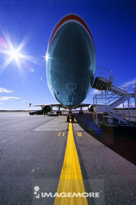 飞行工具,飞机,交通工具,空运,无人,仰视,直图,梯子,机翼,飞机场,晴
