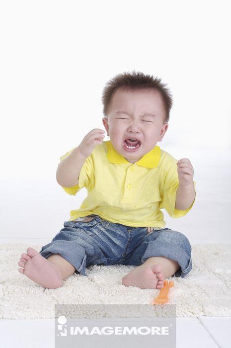 t恤,牛仔裤,婴儿服,婴儿,男婴儿,只有一个男婴儿,悲伤,童年,可爱,生气