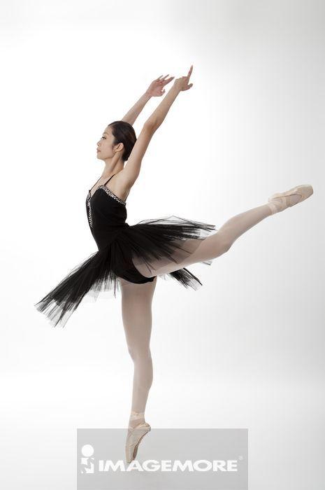 芭蕾背影图片手绘