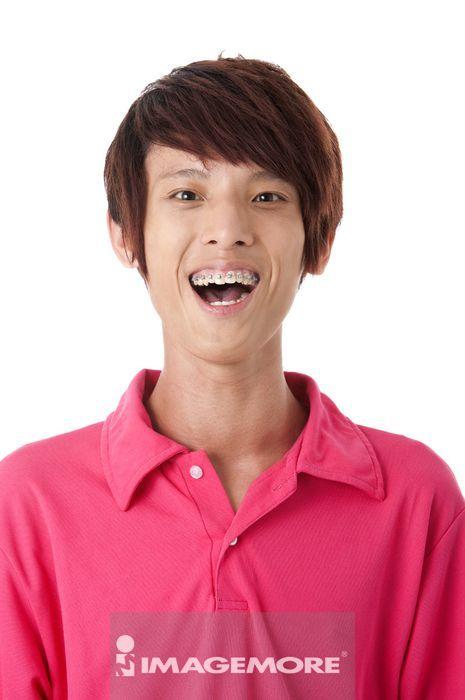 亚洲人,中国人,男性,肖像,男人,短发,侧面,直图,头发,牙套,开怀大笑