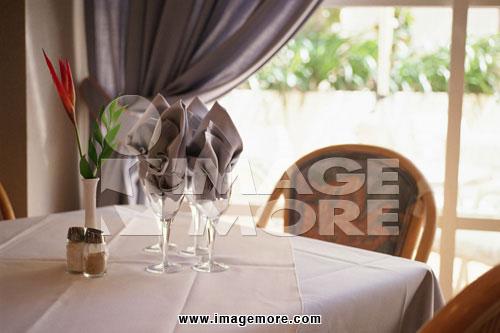 玻璃杯子,调味料,调味品,调味酱,辛香料,佐料,酱汁,沾酱,窗户,花瓶,花
