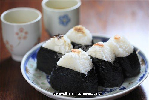 Rice ball and green tea