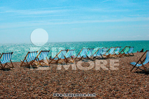 海,沙滩,躺椅