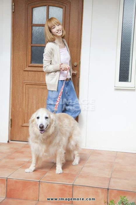 Go for a walk logo - a smiling woman with Ruden Retriever