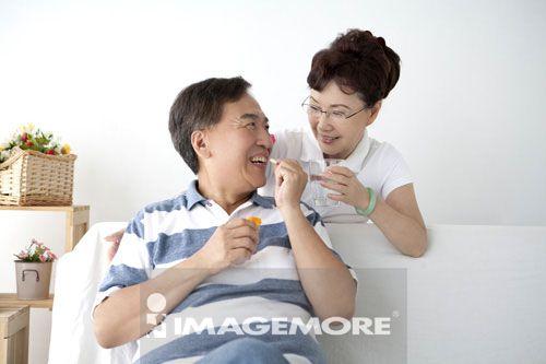 关怀,老年夫妻