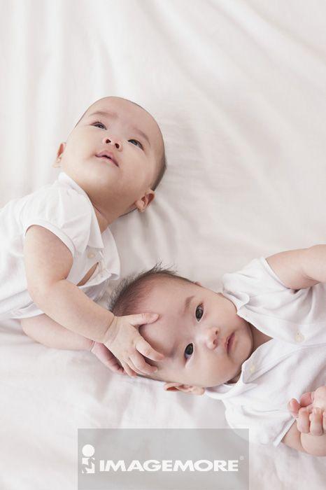 可爱双胞胎.小家庭