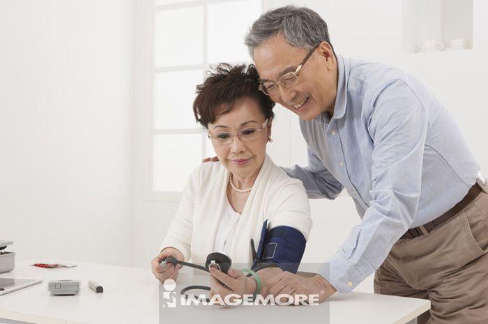 老年,量血压
