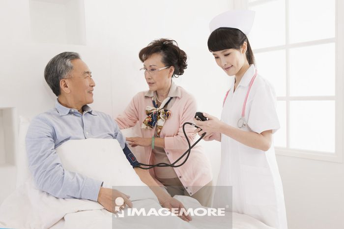 检查,女护士,老年夫妻