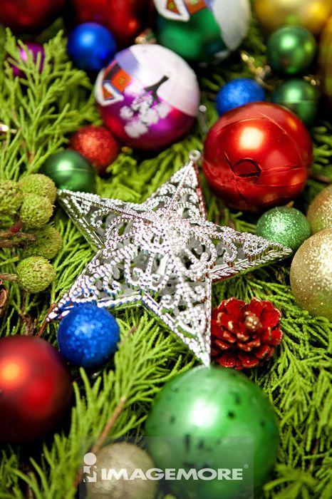圣诞球状装饰品