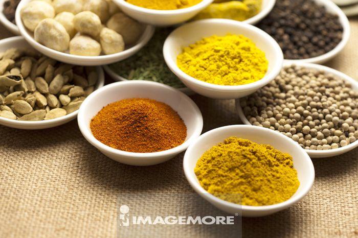 ,香料,姜黄粉,肉桂粉,辣椒粉,豆蔻,埃及豆,白胡椒,