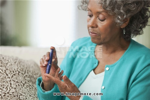 African woman using diabetes test kit