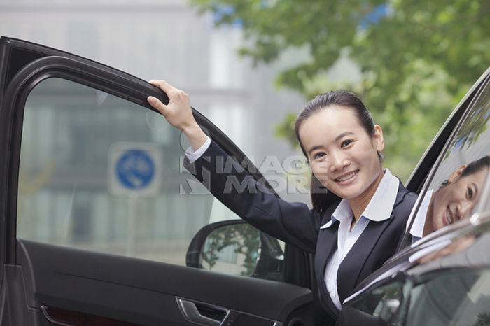 Chinese businesswoman in car
