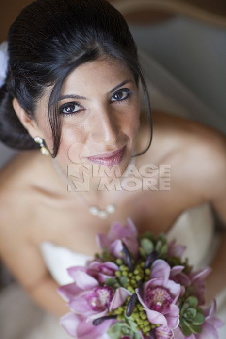 Lebanese bride holding bouquet