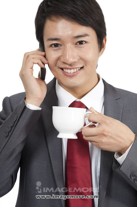 棚内拍摄,男人,商务装年轻男人,打电话、喝咖啡,