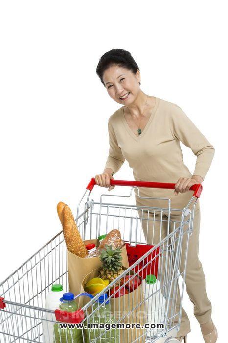 棚拍老女人购物