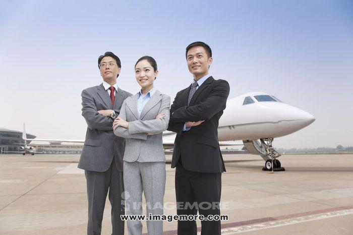 商务男士和私人飞机