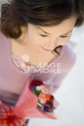 japanese mature women has a bouquet