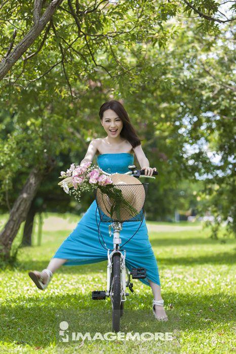 自行车,青年女人