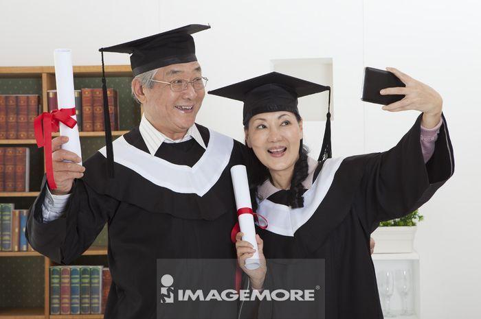 老年夫妻,毕业,