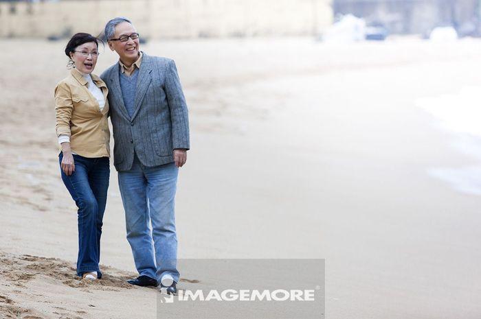 老年夫妻,海边,