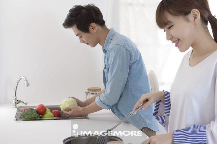 情侣,年轻情侣,厨房,