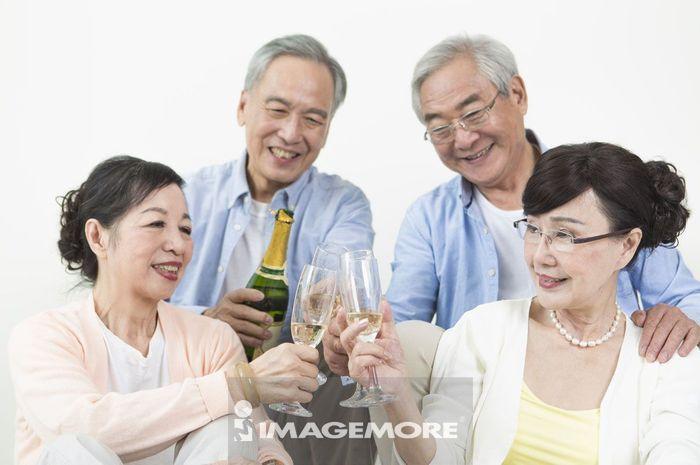 老年男人,老年女人,香槟,