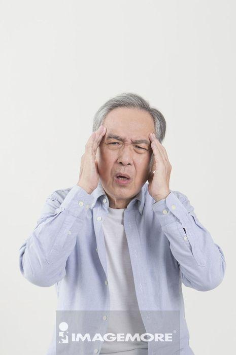 老年男人,头痛,