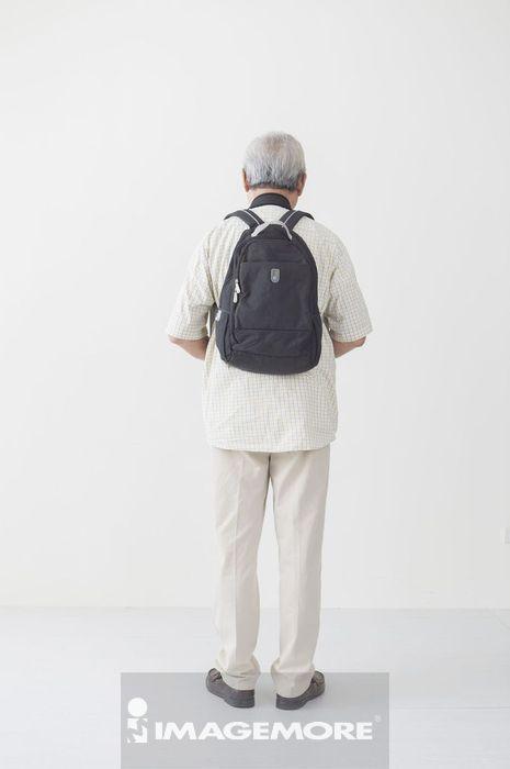 老年男人,背包客,轻旅行,