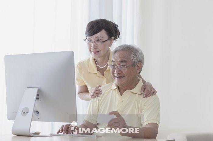 老年夫妻,信用卡,购物,