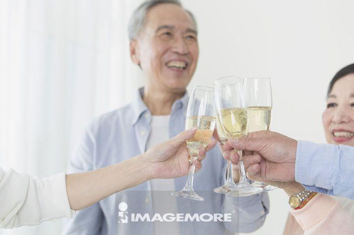 老年男人,老年女人,香槟,庆祝,