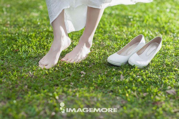 女性,赤脚,高跟鞋,