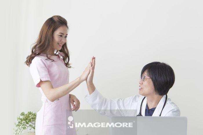 女医生,女护士,击掌,