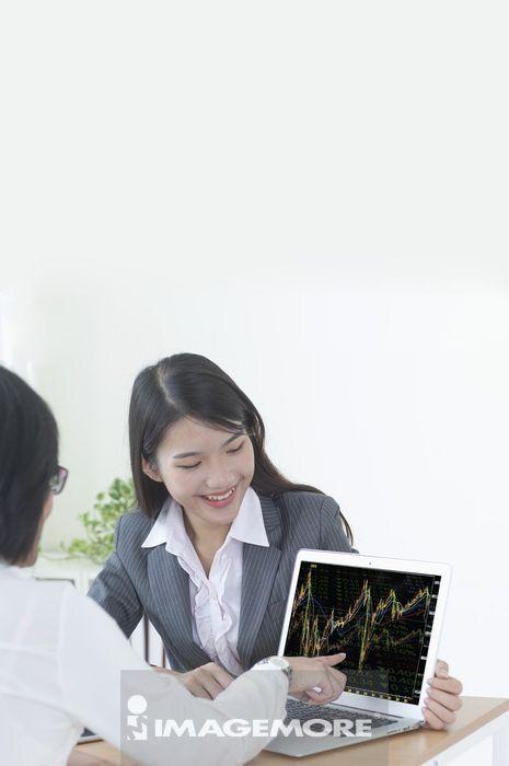 理财专员解说股票市场的趋势