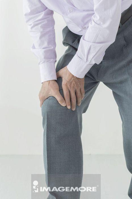 老年男人关节炎 膝盖疼痛