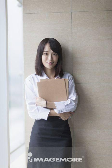一位办公女性 社会新鲜人