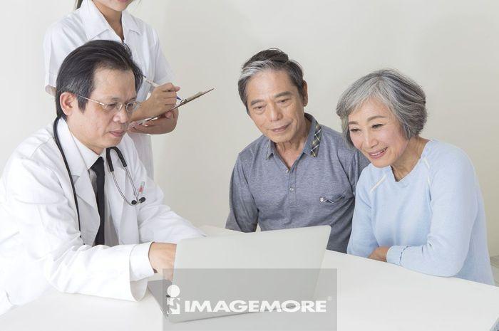 老人医疗关怀