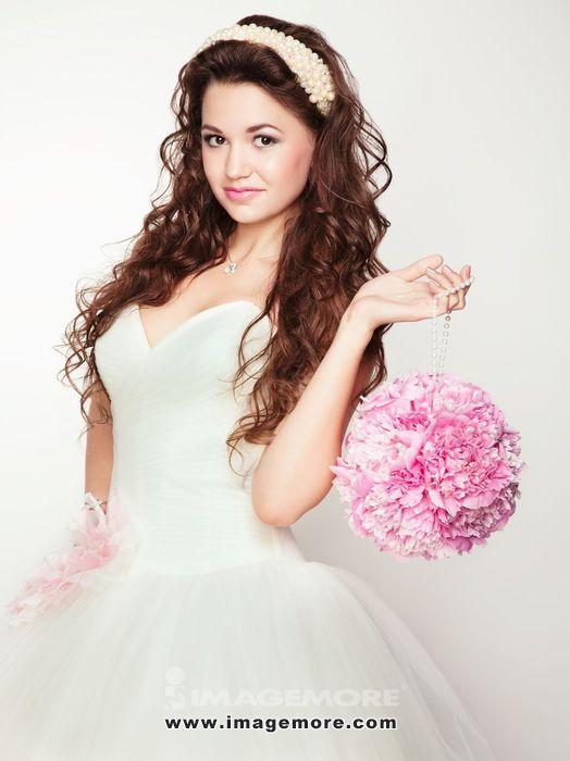 Portrait of beautiful bride. Wedding dress. Wedding photo