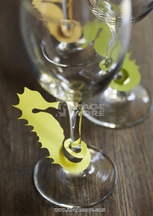 Sea horse-shaped glass markers
