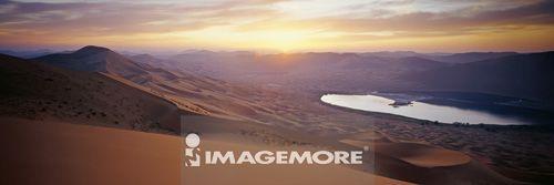 中国,内蒙古,额济纳旗,巴丹吉林沙漠,珠峰布鲁图峰,日落,